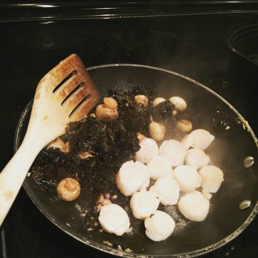 Steamed kale with mushrooms and scallops...a bloat-free masterpiece!